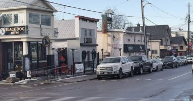 Mayor unveils package of measures to help small businesses